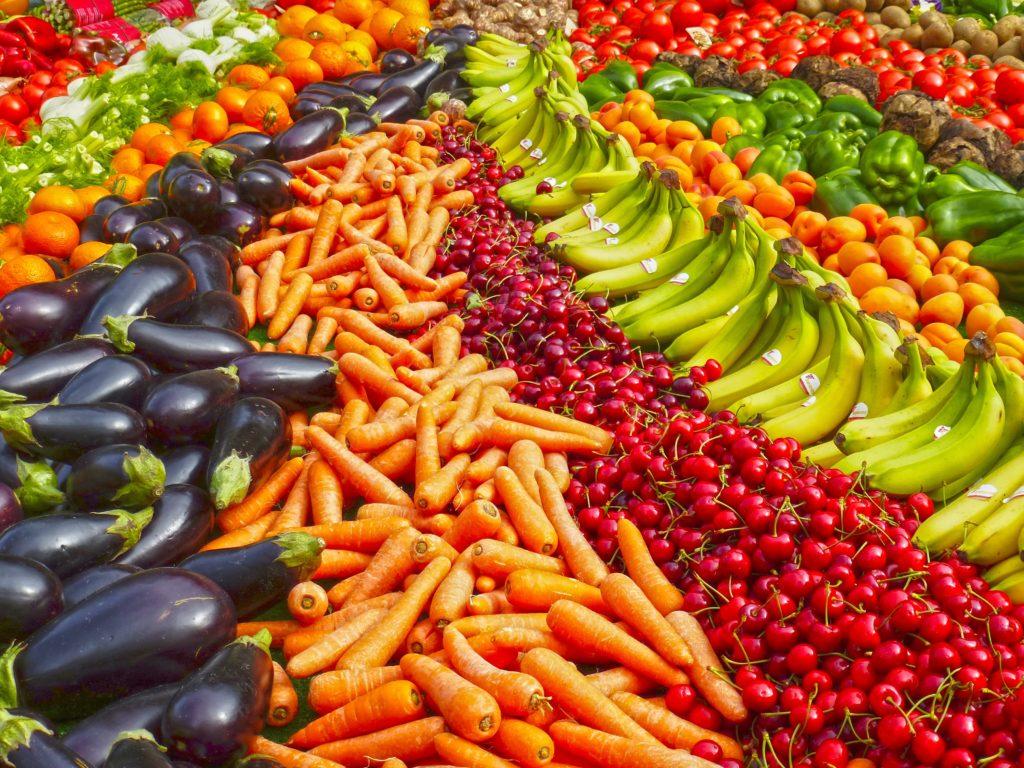 Alimentazione uomo, frutta e verdura a volontà