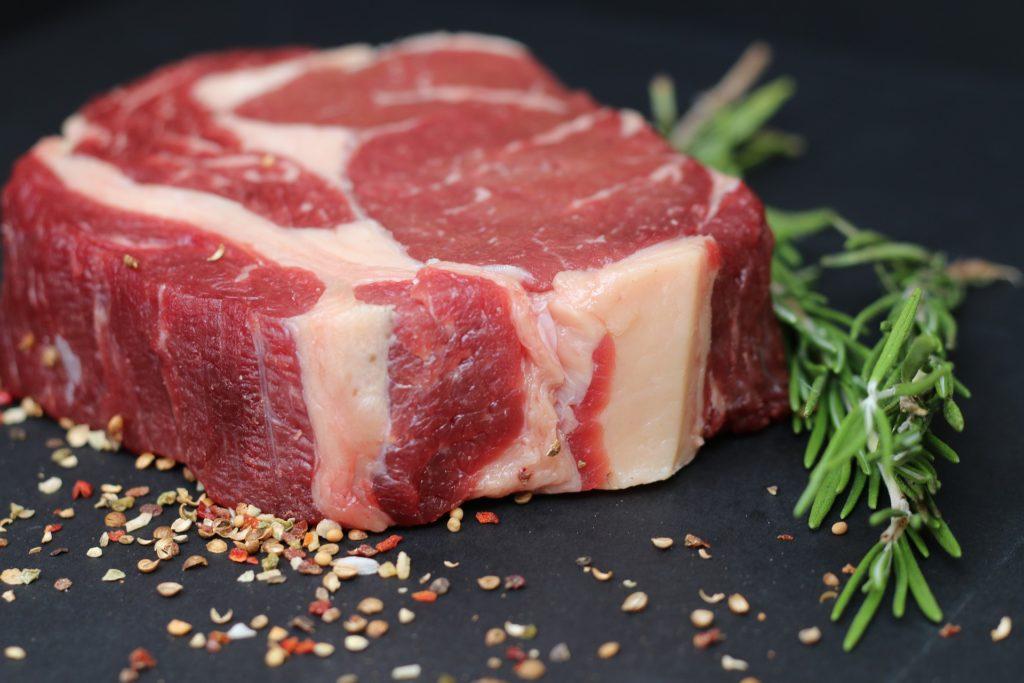 Alimentazione uomo, carne rossa non più di 500 g a settimana