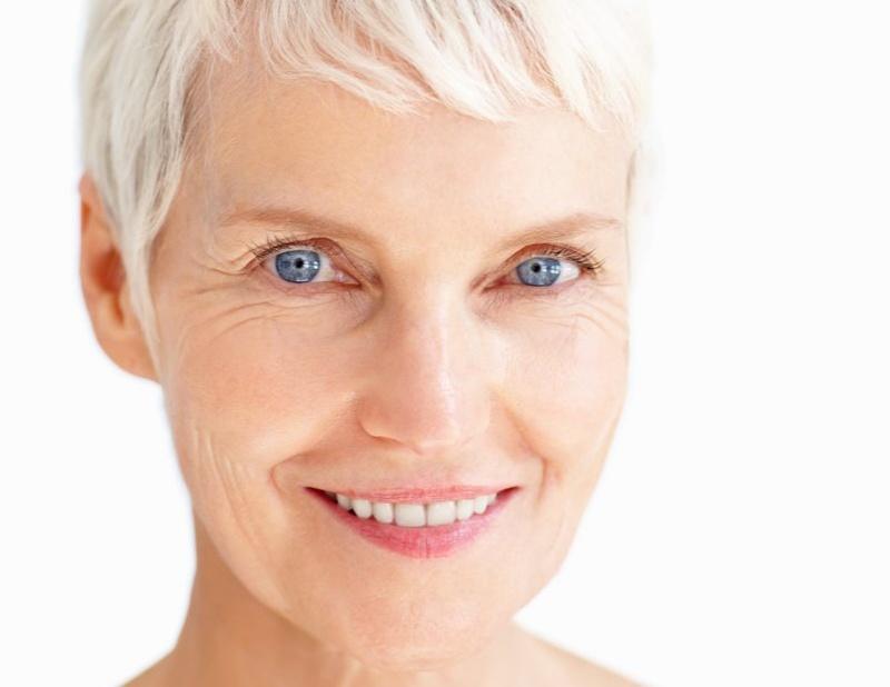 In uno studio su cimicifuga vs trattamento convenzionale dei sintomi della menopausa,l'estratto di Cimicifuga foetida è risultato sicuro ed efficace in donne in postmenopausa